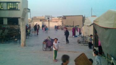 Siden massakren i Houla har der næsten dagligt været artilleribeskydning i byen, og ifølge tidligere major Jihad Raslan tror borgerne, at regimets styrker skyder til måls efter husene på de steder, hvor  fandt sted. 'For at dræbe vidner og tilintetgøre beviser,' siger han.
