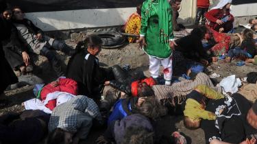 Nok er truslen fra al-Qaeda så godt som elimineret, men andre militante islamister spreder fortsat død og ødelæggelse, bl.a. i Afghanistan. Billedet her er fra december og viser den 12-årige Tarana Akbari  efter at en bombe er eksploderet i Kabul. Billedet blev for nylig belønnet med Pulitzer-prisen for bedste nyhedsbillede.