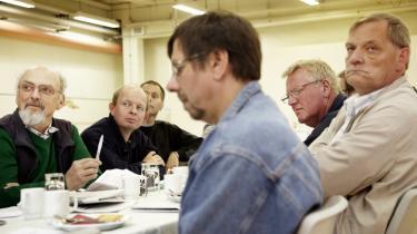 Protest. Modstanden mod trepartsforhandlingerne udmøntede sig ved et LO-møde i Horsens i en fælles udtalelse, der 'advarer fagbevægelsens top mod at gå til trepartsforhandlinger med fridage og frokostpauser i tasken som noget, der kan handles med'.