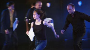 Skuespillerne kørte i 7. gear under Husets Teaters readings. Her er det Karin Bang Heinemeier, der bliver forfulgt af Mikkel Løvenholt Reenberg, Rasmus Hammerich og Peter Flyvholm i det norske stykke 'More'.