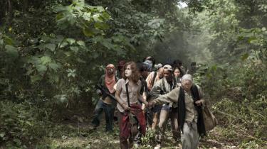 En af fransk films helt store fruer, Isabelle Huppert, viser atter formatet i det autentiske drama 'Captive', der handler om politisk kamp og religionskrig