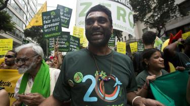 Kumi Naidoo, lederen af Greenpeace International, deltog bl.a. i demonstrationer og et møde med FN's generalsekretær, Ban Ki-moon, i denne uge. Naidoo var skuffet over resultatet af Rio+-topmødet, som han beskrev som et 'forræderi mod den nuværende generation og – allervigtigst – mod vore børn og børnebørns fremtid'.