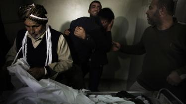 Menneskeretsorganisationer har kritiseret, at brugen af droner medfører mange civile ofre. På billedet bliver en palæstinensisk teenager, der var offer for et israelsk droneangreb i Gazastriben, begravet.