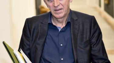 SF's formand Villy Søvndal er nødt til at komme frem på scenen i løsningen af partiets aktuelle krise. I går sendte han et brev til samtlige partimedlemmer, hvor han bad om tillid