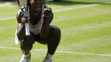 Williams. 'Jeg hører til på den her tennisbane,' sagde den firedobbelte Wimbledonmester Serena Williams efter sin semifinalesejr over Victoria Azarenka, som måtte kigge langt efter amerikanerens server – 24 esser blev det til for Williams, der selv beskriver sin serv som 'ond'.