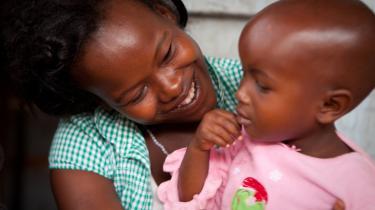 Olivia Nambatya fra Uganda blev ufrivilligt gravid som 15-årig, og er i dag eneforsørger for sin toårige datter Deriah. Hun håber, datteren får nemmere adgang til prævention, når hun bliver stor.