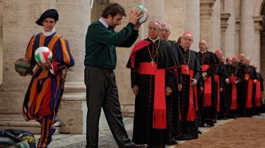Vatikanets mange kardinaler bliver i 'Habemus Papam' gjort til en samling hyggelige gamle mænd. Man kunne nærmest kalde det 'cute-washing'.