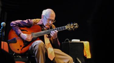 81-årige Jim Hall bevægede sit publikum med sine harmonier.