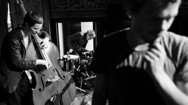 Årets jazzfestival har været vellykket – i hvert fald musikalsk, omend med uro på de indre linjer. Her er det en koncert i starten af festivalen med Jakob Bro.