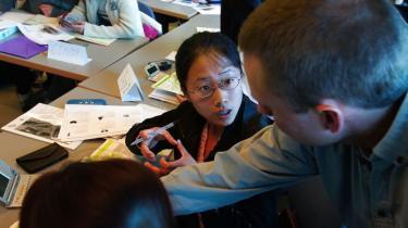 Markant færre kinesere tager deres uddannelse i Danmark, selv om både universiteter og erhvervsliv har brug for de kloge hoveder. Uddannelsesinstitutionerne gør ikke nok for at markedsføre sig, lyder kritikken