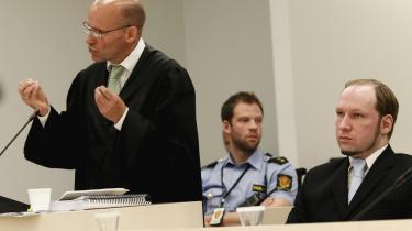 Den principielle forskel mellem de gamle diktatorer og Breivik består i, at de foranstaltede drab forskanset bag deres skriveborde, mens Breivik selv stod for ugerningerne.
