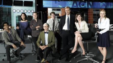 De seneste år har amerikanske tv-serier fra kabelnetværket HBO gået deres sejrsgang verden over. Men det nyeste skud på stamme, 'The Newsroom', mangler den kompleksitet i karakterne omkring studieværten Will McAvoy mangler den kompleksitet, som har fået seerne af de andre serier til at identificere sig med rollerne.