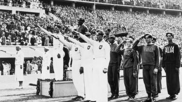 De Olympiske Lege er en verdensomspændende megabegivenhed, som bruges til meget andet end at rette fokus på idrætten. Historisk er legene blevet brugt og misbrugt politisk. Storbritannien forsøger også at udnytte potentialet