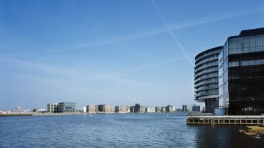 Det danske skattevæsen skal ikke være med til at finansiere store private fondes byggeri af broer over Københavns Havn. Derfor skal beskatning af fonde øges, mener Enhedslisten