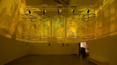 Udstillingen 'Documenta 13' er nået halvvejs i sit magiske tidsrum '100 dage', og horderne af samtidskunstforbrugere shuffler gennem Kassel kl. 10-20 dag efter dag. Gæsterne opfordres til at bruge mindst to dage på udstillingen, og det er næppe for meget