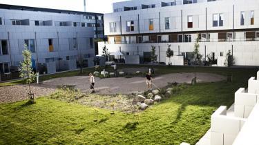 Signalgården er Danmarks første almene boligbyggeri, der er lavet som lavenergihuse. Der er ekstra isolering, superlavenergiruder, solceller på taget og et særlig udluftningssystem i alle lejligheder.