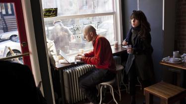 Over broen. Det er ikke kun forfattere, der strømmer til Brooklyn. Det virker af og til, som om New Yorks tyngdepunkt er ved at flytte sig fra Manhattan og over floden, hvor der er mere plads, og hvor priserne generelt er mere overkommelige.