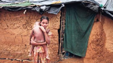 Mens den muslimske verden anklager Myanmar for etnisk udrensning, er vestlige lande, der har hyldet reformprocessen i Myanmar, afdæmpede