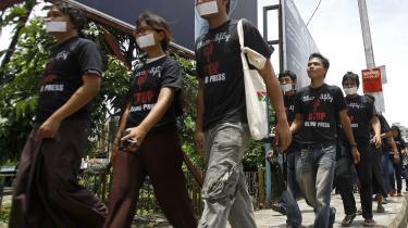 Journalister har gennem de seneste par uger protesteret mod restriktioner mod ytringsfriheden i Myanmar. Nu er den hårde censur fjernet, og nye udfordringer venter forude med medier, der vil udøve selvcensur for at undgå anklager om kritik af regeringen med tilbagevirkende kraft.