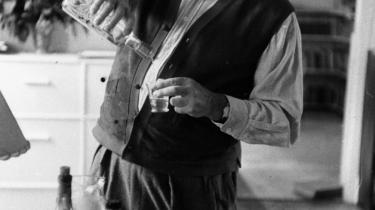 Mystik. Der er uenighed om omstændighederne omkring en aften i Morten Sabroes sene ungdom og Morten Ankerdals tidlige ungdom. En aften, hvor førstnævnte skulle have diskuteret Hemingway med en passion, der fik sidstnævnte til at give sig i kast med det legendariske forfatterskab.