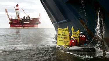 Det meste af havisen er nu smeltet – ved Alaska gør Shell klar til at bore i det arktiske hav, nord for Rusland søger Greenpeace at blokere Gazproms kæmpeplatform