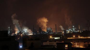 Europas største stålvalseværk, Ilva, har forvandlet Taranto til Italiens mest forurenede by. 'På forskellige tidspunkter af døgnet kan der konstateres mærkelige udslip af røg i forskellige farver fra forskellige dele af anlægget,' advarer byens præfekt.
