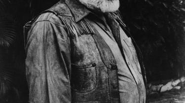 Hemingway.  Lasse Ellegaard kan heller ikke huske præcist, hvem der spiste med den aften på Hereford-restauranten i St. Kongengade. Men han kan huske det omdrejningspunkt, Morten Ankerdal henviser til, nemlig skildringen af digteren og journalisten Ebbe Trabergs møde med Hemingway i Spanien i 1959.