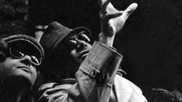 Hædret.  Det er gennem manipulation med faktuelle kendsgerninger, at accepten af en løgnagtig version opstår, siger den italienske filminstruktør Rosi, som gennem sine film har forsøgt at afdække ikke mindst mafiaens manipulationer. Det blev han hædret for på dette års filmfestival i Venedig.