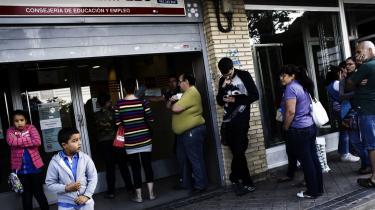 Økonomer tvivler på, at yderligere økonomiske stramninger er mulige i Spanien, hvor ungdomsarbejdsløsheden har rundet 50 procent.