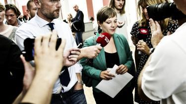 Astrid Krag er en del af den gruppering, som er ansvarlig for SF's nuværende krise; derfor kan hun ikke føre partiet ud af den nuværende suppedas, mener SF's tidligere folketingsmedlem Knud Erik Hansen