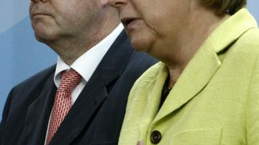 åde topsocialdemokraten Peer Steinbrück (t.v.) og CDU-kansler Angela Merkel går ind for en europæisk finansskat.