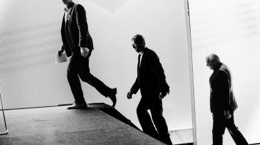 Mogens Lykketoft (i midten) og Uffe Ellemann-Jensen (t.h.) var i går på scenen ved Dansk Industris topmøde i Forum, hvor de to tidligere udenrigsministre diskuterede det europæiske samarbejde – med Martin Krasnik som ordstyrer.