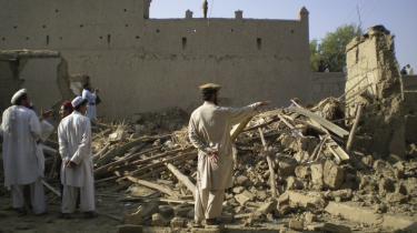 USA's praksis med målrettede drab og droneangreb undergraver respekten for retsstaten og folkerettens juridiske beskyttelse og kan danne en farlig præcedens, hedder det i den amerikanske rapport. Her et angreb i Tappi, en pakistansk landsby 20 km fra den afghanske grænse.
