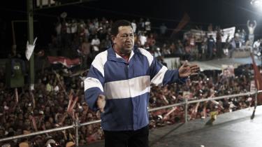 Præsident Hugo Chávez  til en af hans sjældne valgmøder. Den venstreorienterede leder har siddet på magten i Venezuela i 14 år, og søger genvalg til endnu en seksårig periode.