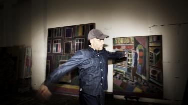 Tal R lærer af at studere metoden i Matisse' malerier, og træffer så sine egne beslutninger. I baggrunden ses hans billede af en rammebutik på Gl. Kongevej.