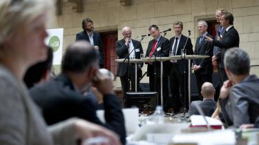 Danske virksomheder deltager ofte i klimakonferencer og brander sig på deres grønne ambitioner. Men nu modsætter virksomhedernes egen interesseorganisation, Dansk Industri, sig en effektivisering af EUs CO2-kvotesystem. Her fra konferencen Grøn Vækst på Københavns Rådhus d. 13 oktober 2011.