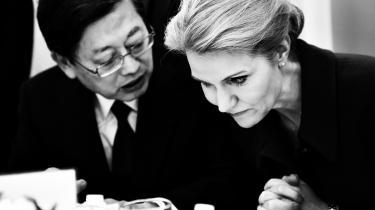 Statsminister Helle Thorning-Schmidt og Sydkoreas premierminister Kwang-sik Kim taler sammen under konferencen Global Green Growth Forum, der de seneste dage har samlet 250 regeringsrepræsentanter, direktører og folk fra internationale institutioner