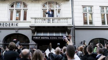 Arnold Schwarzenegger og Forlaget Turbulenz inviterede til bogsignering på Hotel Kong Frederik i København, men mange gik forgæves og måtte nøjes med et billede.