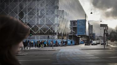 Den nye krydsskraverede udgave af Industriens Hus over for Københavns Rådhus er et makværk, mener Allan de Waal.