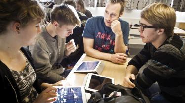 Lærerne skal uddanne eleverne og ikke bruge tiden på at diskutere timetal. 'Det gør lærerne til lønarbejdere, og det er uværdigt,' siger formand for Gymnasierektorerne Jens Boe Nielsen.