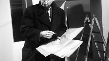 PH. Hans Hertels leverer i 'PH – en biografi' en vigtig nøgle til forståelse af tankegangen hos den sene PH. Det er nemlig Hans Hertels opfattelse, at de to år i stockholmsk eksil fra 1943 blev af afgørende betydning for de følgende to årtier.