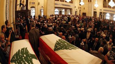 Chefen for Libanons efterretningstjeneste, Wissam al-Hassan, blev søndag begravet i Beirut, efter at han blev dræbt fredag af en bilbombe.
