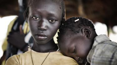 Sudan og Sydsudan har indgået en fredsaftale, men bomberne bliver ved med at falde i grænseområdet, og fl ygtninge fortsætter med at fl ygte mod syd i en konfl ikt, der tilsyneladende aldrig vil ende