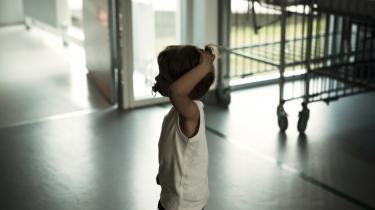 Lange ventetider og mangel på empati i hospitalsvæsenet går hårdt ud over børnene.