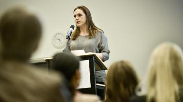 Flere eksperter tvivler på, at socialminister Karen Hækkerups (S) tilsynsreform reelt vil løse problemet med manglende tilsyn med anbragte børn i plejefamilier.