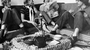 Steppeulvene. Forfatter Jan Poulsen har skrevet en biografi om Eik Skaløe, og det kunne der snildt være kommet et mesterværk ud af, for Skaløe bar på rigtig mange niveauer tidsånden i sig. Her er Steppeulvene samlet i 1967. Fra venstre er det Preben Devantier, Eik Skaløe, Stig Møller og Søren Seirup.