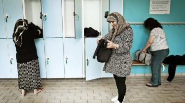 Flere og flere krav lyder på, at man vil have ret til at pleje sine kulturelle skikke og have sine særlige religiøse krav respekteret, og det er normalt i Danmark at diskutere, hvorvidt det er muligt at åbne svømmehaller udelukkende for muslimske kvinder i bestemte tidsrum.
