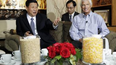 Xi Jinping taler med landmanden Rick Kimberley fra Iowa under den kommende præsidents andet besøg i USA i februar i år.