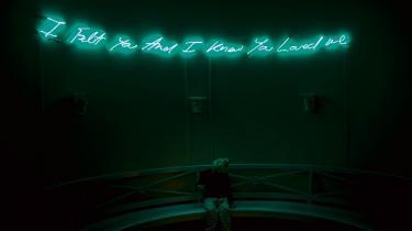 Hvordan billedliggør man det metafysiske, det guddommelige, med kunst i kirken, spørger kunstner Alexander Tovborg til en paneldebat om samtidskunst i kirkerummet i Københavns Domkirke mandag aften