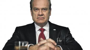 Den amerikanske tv-serie 'Boss' fortæller historien om en magtfuldkommen og korrupt borgmester i Chicago som en elizabethansk tragedie. Manden bag serien sætter kritisk lys på de politiske processer, demokratiets vilkår og forholdet mellem ambitioner og korruption